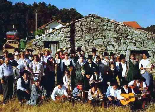 """Rancho Folclórico e Etnográfico « As Capuchinhas de S. Silvestre"""""""
